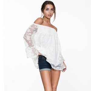 Tops - ✨Last 2✨ Off Shoulder Top With Lace
